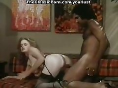 Seductive Caucasian girl Veronica Hart getting screwed by John Alderman