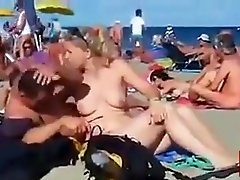 Hot beach sex no one has joined yet