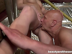 Blonde maid Jenny Manson seduces an old dude and swallows his load