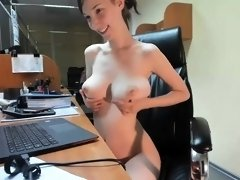 amateur pusykatdoll4u flashing boobs on live webcam