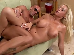 He meets a MILF at the laundromat, takes her home and fucks her