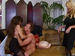 MILF in ripped pantyhose has a threesome with a bisexual slut
