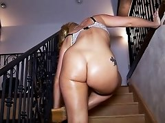Hottie AJ Applegate Bends Over To Show Her Assets