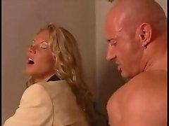 Steffen Mueller Linda Logan in Tresen-Schlampen