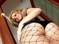 Fishnets are sexy on fuck slut Alexis Texas