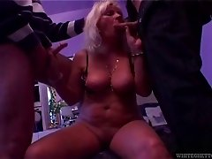 Mature whore gives both her holes in a double penetration