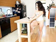 Catalina Rene's Hot Vibrating Action