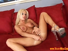 Nasty blonde wants to feel a man's cock in her anus