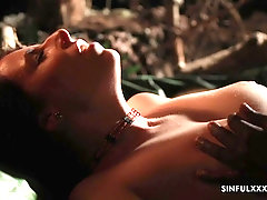 horny Antonia Sainz wants to fuck with her friend in the dark garden