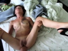 Skinny amateur granny in high heels gets rammed on the bed