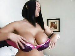 Mega titted brunette hoe slurps on huge thick cokc