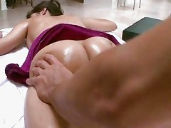 Hot Big Tit April Gets Wet Massage